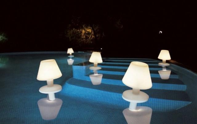 lamparas flotantes agua piscina diseño innovador