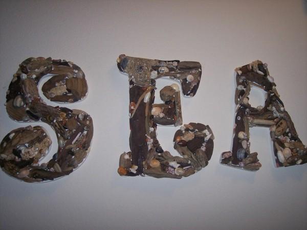letras maderas piedras marinas mar