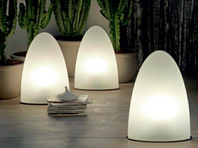 luces ovaladas recortadas patio blancas