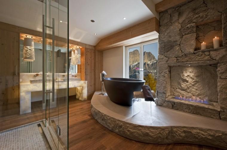 lujoso baño piedra madera chimenea