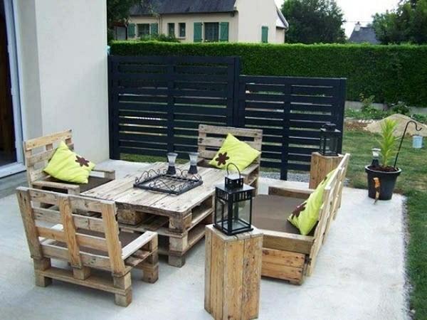 mesa sillas bancos palet jardín