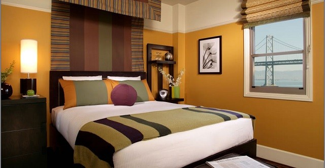 mobiliario madera habitacion colores calidos lamparas