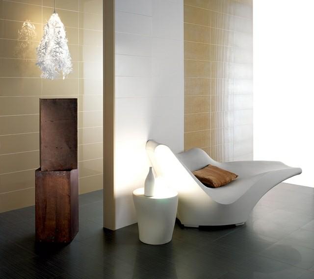 moderno azulejos baño sofa cojines lampara