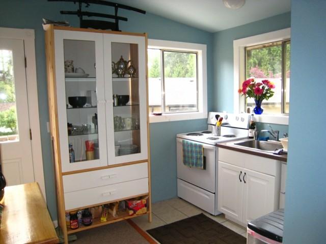 muebles blancos fantastico cocina estrecha pared pared azul