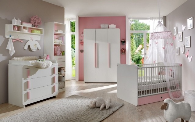 muebles blancos habitacion amplia bebe pared rosa bonito gris