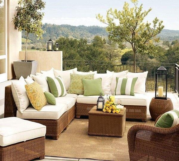muebles cojines plantas macetas terraza