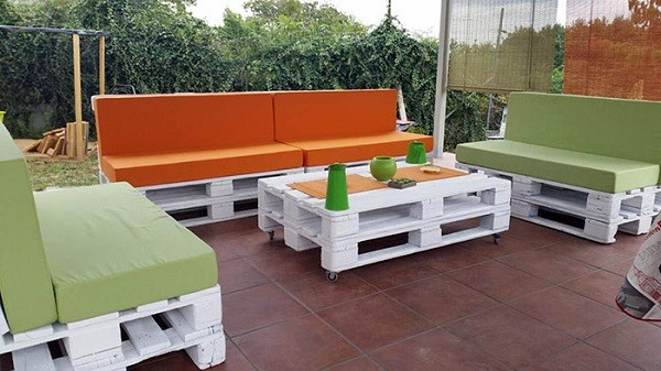 muebles de palets naranja verde