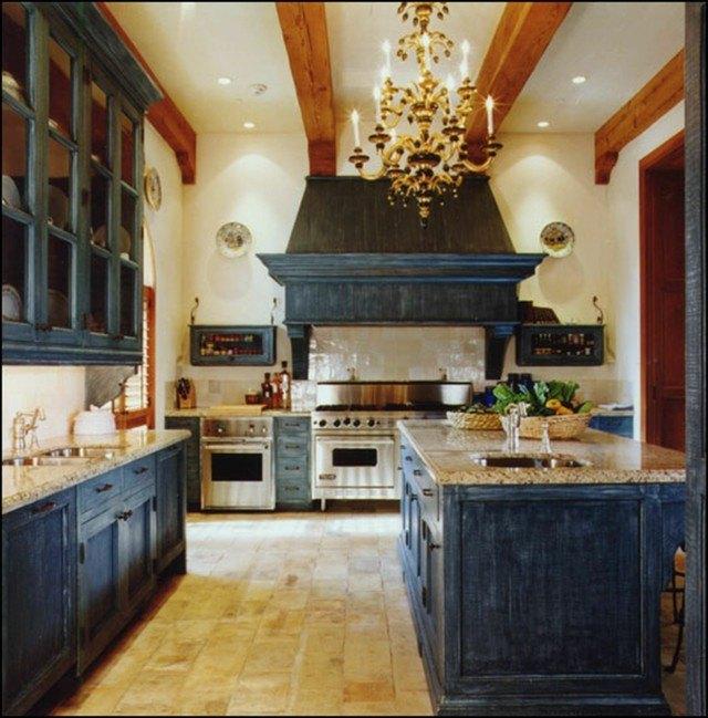 muebles restaurados azul oscuro imagen desgastada cocina