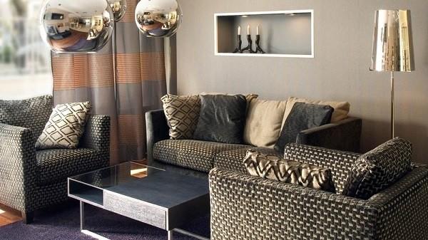 muebles salón color oro bolas