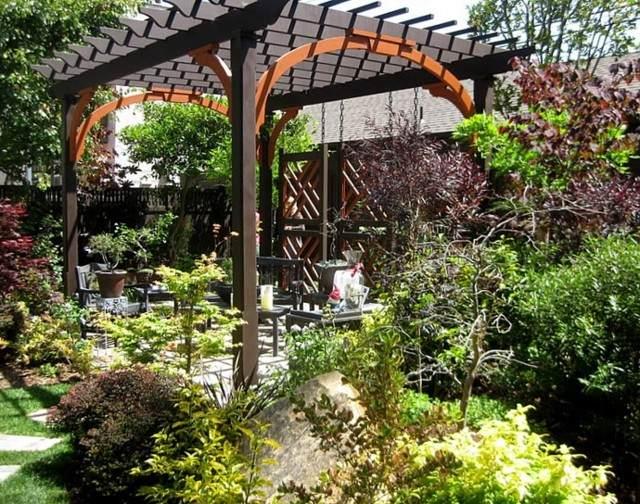 pérgola negra marron espacio descanso jardin