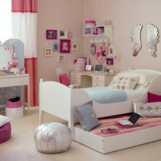 niña cuarto rosa juguetes adolescente