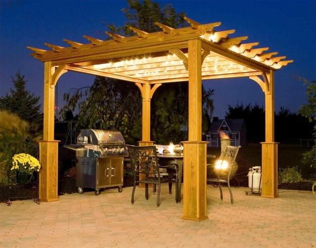 pérgola noches fiesta amigos jardin madera iluminado bonito