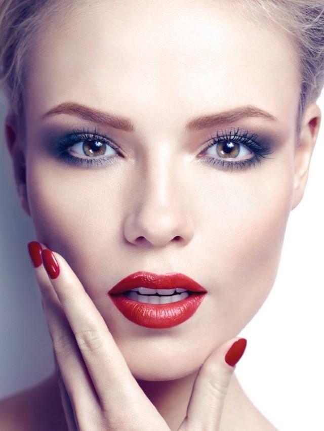 ojos ahumados color claro labios bonitos rojos