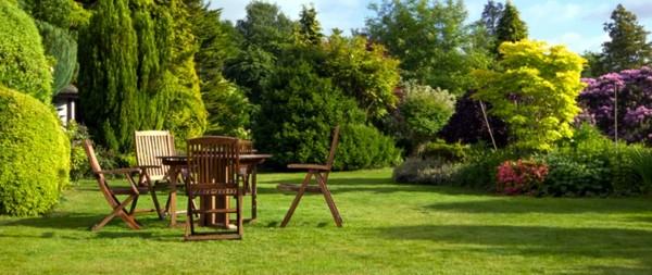 paisajismo mesa sillas madera jardín