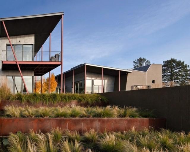 patio xeriscape muro diseño hierbas