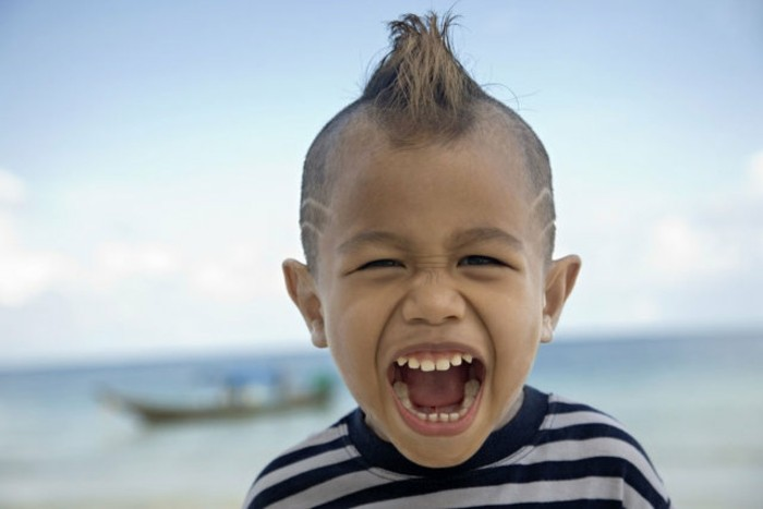 peinado divertido nene pequeño cresta