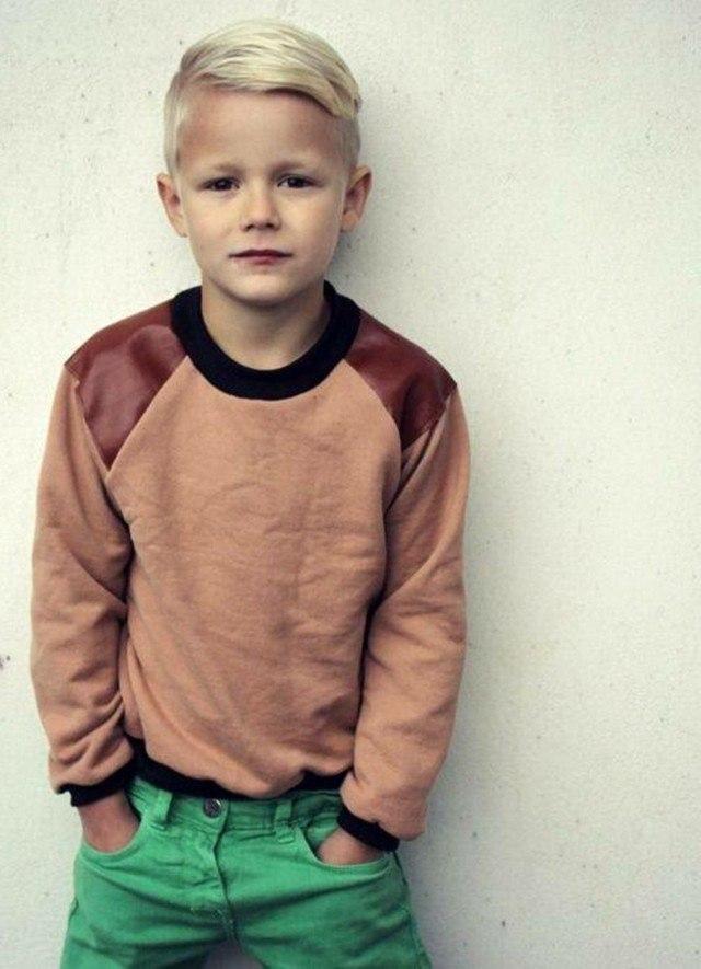 peinados de moda niño rubio lado