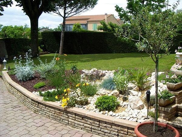 Jardiner a en pendientes trucos para un jard n de lujo for Jardines en pendiente