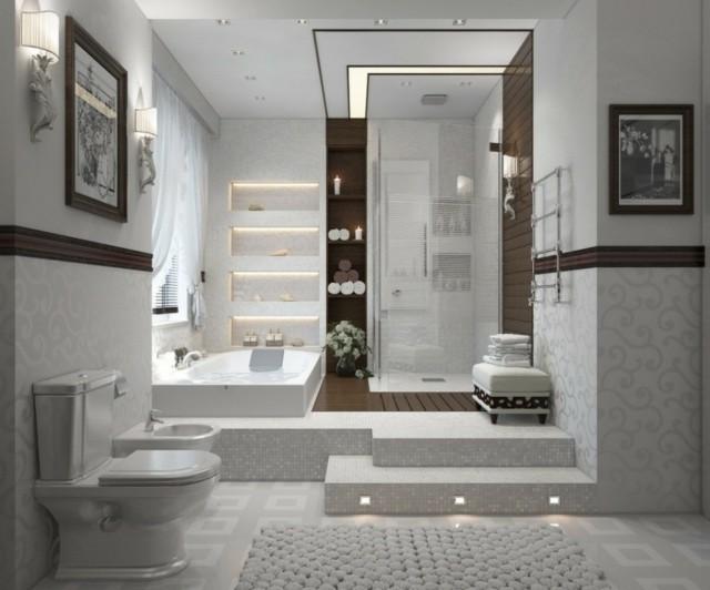 pequeño espacio ducha estanterias puertas cristal tina blanco niveles