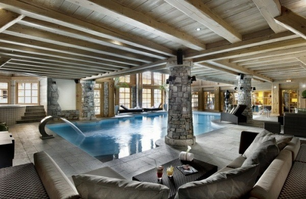 piscina interior rustica piedras columnas moderno