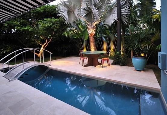 plantas iluminacion tropical patio jardin paisajismo