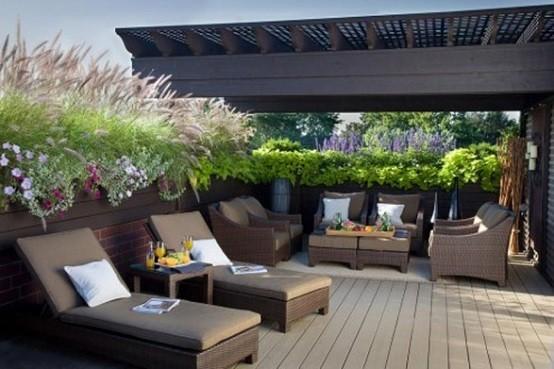 plataformas madera tumbonas jardin exterior flores