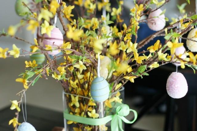ramo flores huevos colgando flores