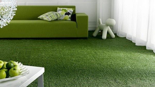 salon alfombra césped verde sofá
