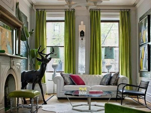salon ciervo cortinas verdes sofa