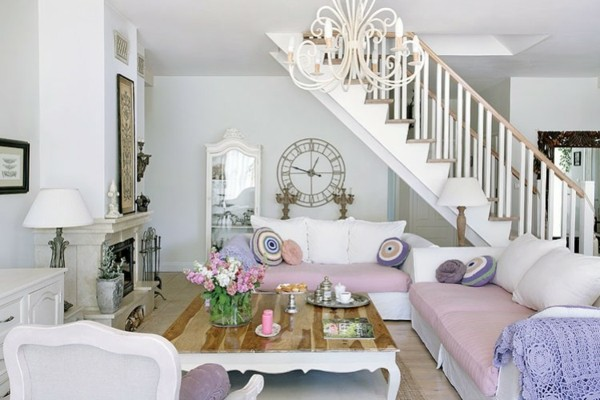 salon escaleras color lila