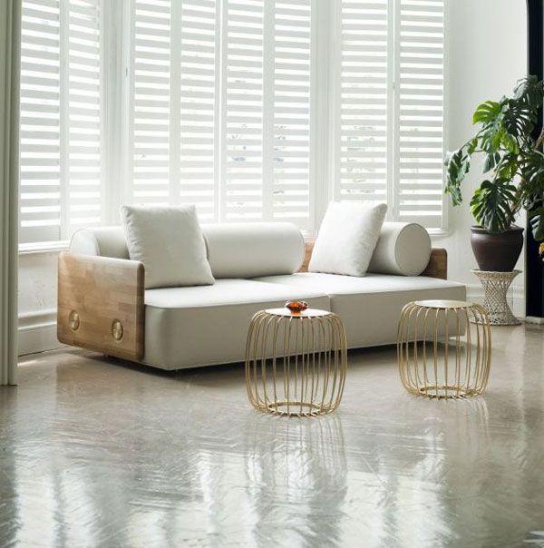 salon minimalista blanco jaulas suelo