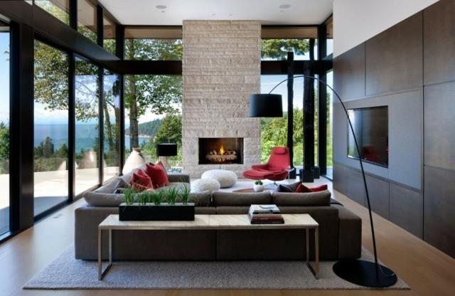 salon ventanales chimenea lampara pie moderno