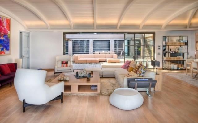salon veranda colores crema muebles blanco madera