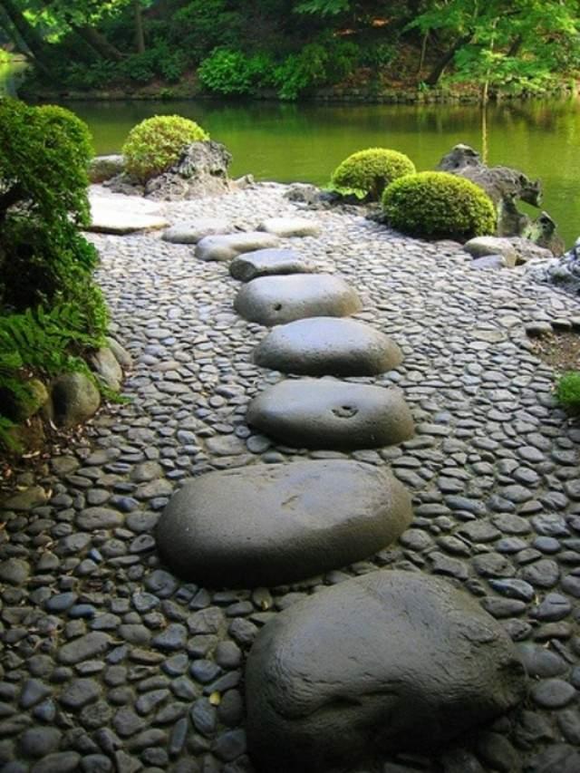 senderos piedras grandes pequeñas estanque