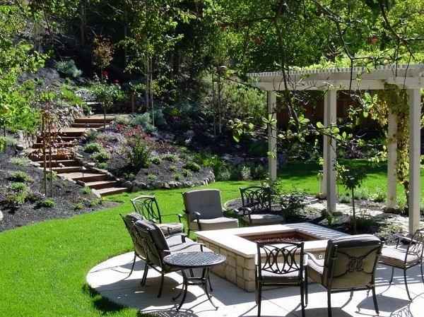 sillas metalicas plantas hoguera jardin