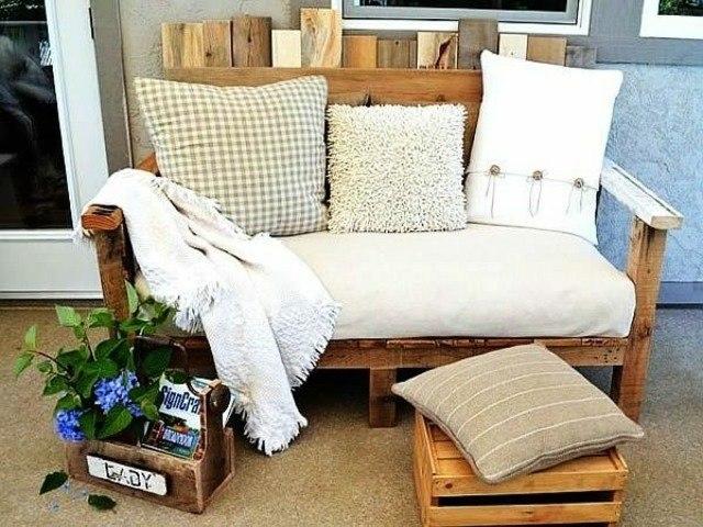 sofa exterior palet cojines macetas plantas