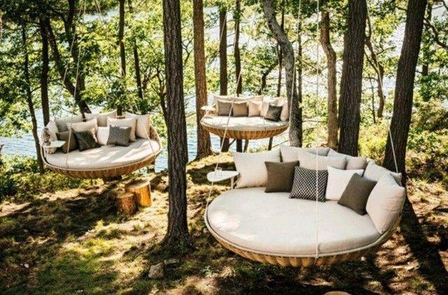 sofas colgantes redondos bosque lago