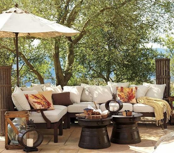 sombrilla exterior sofa madera plantas jardin