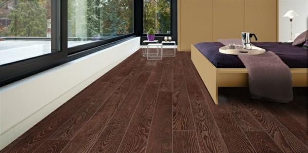 suelos laminados madera oscura dormitorio