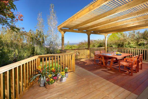 terraza casa plataforma madera muebles exterior
