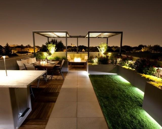 terraza decoración lamparas mobiliario cesped