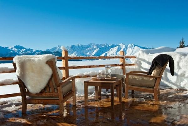 terraza rustico vista impresionante hacia montaña