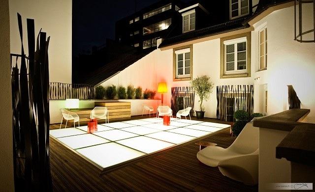 terraza madera diseño luminarias plantas