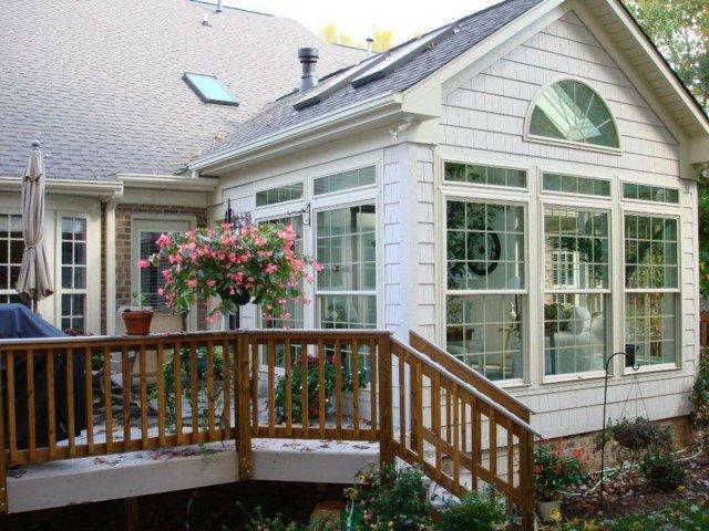 terraza porche cristal blanco escalera