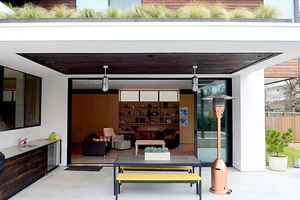 terraza salon bonito espacioso bancos moderno mesa
