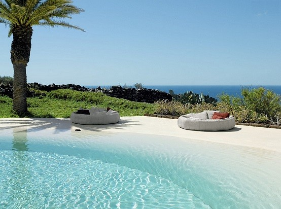 tumbona circular playa palmeras cojines piscina