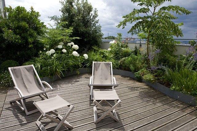 tumbona patio jardinera plantas sillas