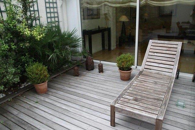 tumbona patio macetas plantas moderno jardin