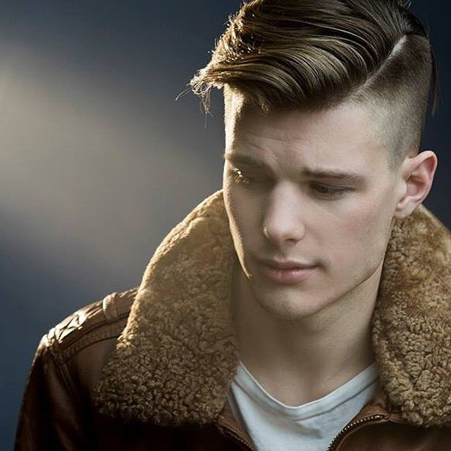 tupe masculino peinado rapado moderno lado