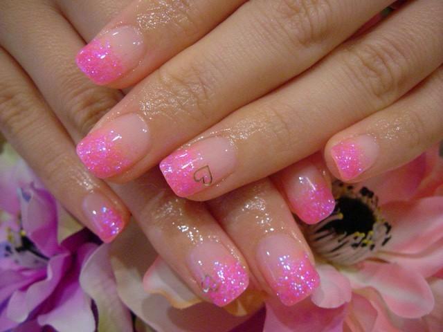 uñas bonitas rosa claro brillante interesante moderno